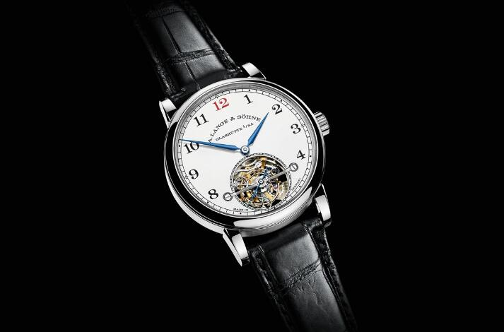 The calibre L 102.1 provides a power reserve of 72 hours.