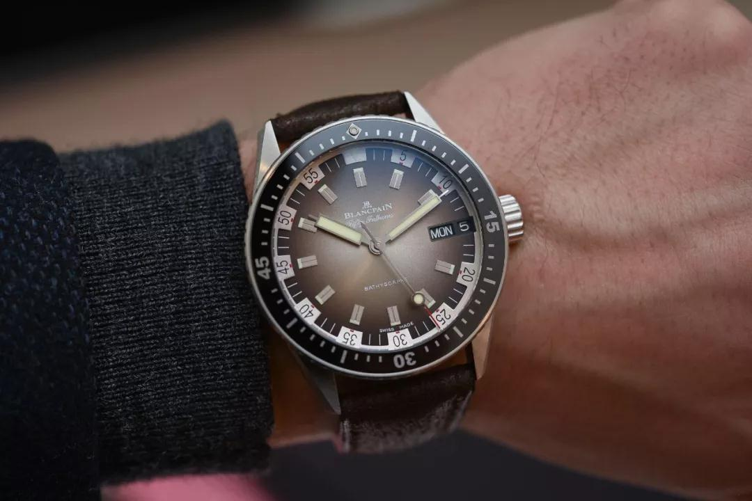 Unidirectional satin-brushed steel bezel has been inserted with ceramic and Liquidmetal® hour-markers