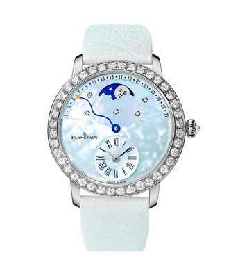 The mother-of-pearl dial has presented the different colors including blue, white, gray, purple and so on.