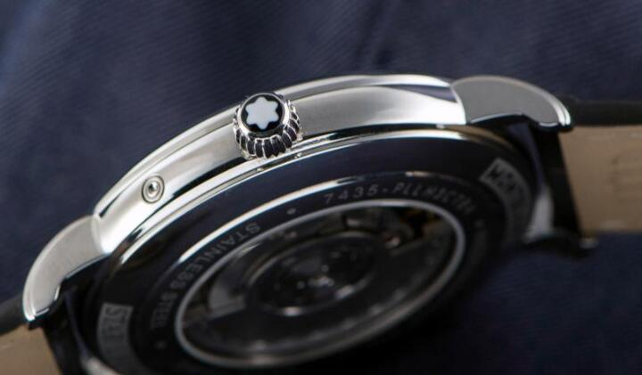 The heart of this timepiece could be viewed through the see-through caseback.