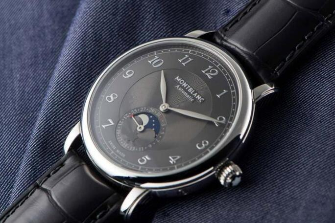 The dark gary dial looks very noble and elegant.